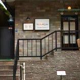 五反田駅から徒歩8分ほど、静かな住宅街の一角に佇む一軒家。
