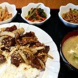 牛カルビと玉ねぎ炒め定食