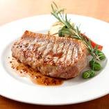 毎日築地で仕入れる魚介類と牧場直送の新鮮な国産肉