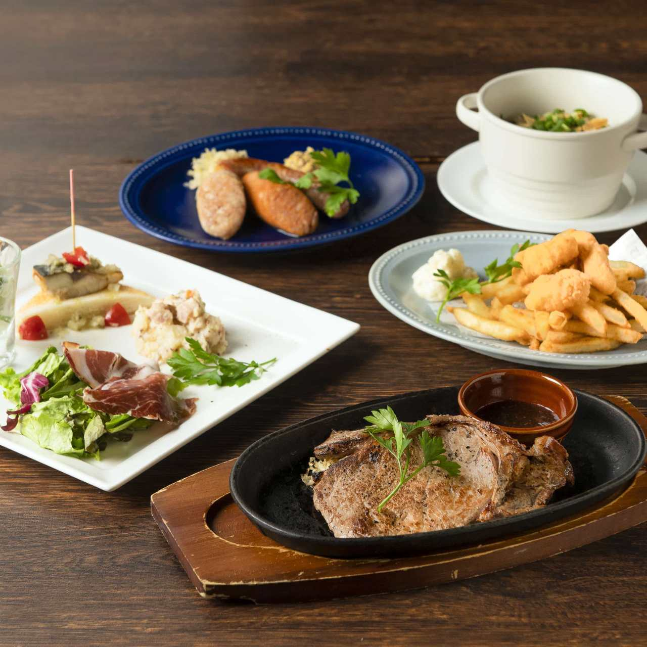 牛リブロースステーキとフィッシュ&チップスコースドリンク別2500円(税込)