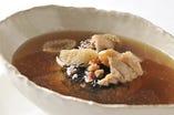 心も身体も芯から温める 富貴八宝薬膳スープ。