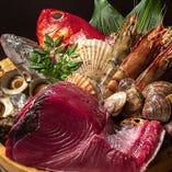 漁港から直送する新鮮な旬の鮮魚を多彩な調理でお楽しみください