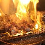 噛めば噛むほど口いっぱいに旨みが広がる絶品の『地鶏炭火焼き』