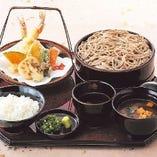 『そば定食』そばの旨みと素材の良さが生きた天ぷらが絶妙。
