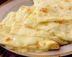 <窯焼き>とろ~りチーズのチーズナン