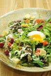 半熟玉子と彩り野菜の     シーザーサラダ