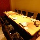 落ち着いた雰囲気の完全個室を完備。ゆっくりと食事を楽しめます