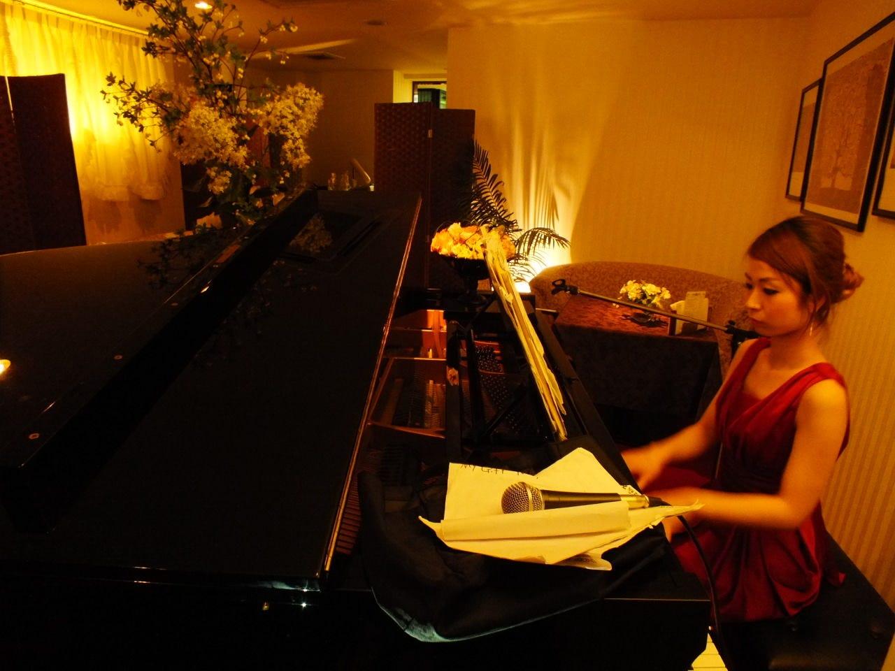 ピアノの旋律に浸りながらのBar使いもおススメ