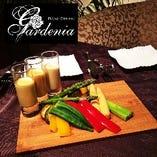 夏野菜のバーニャ・フレイダ。3種の冷製ソースで栄養満点の蒸し野菜をどうぞ