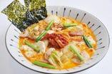目玉メニュー『ささみとキムチをお豆腐のチゲ鍋風スープパスタ』