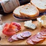 日替りチーズとイベリコサラミ