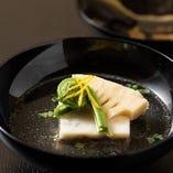 【椀物】 近江牛テールと鯛の真丈でコクのあるお吸い物をご用意