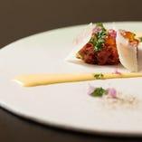 【肉皿】 ダイスカットした近江牛をタルタル仕立てでご提供