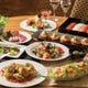 季節ごと約50種類の和洋中のお料理とデザートが並びます!