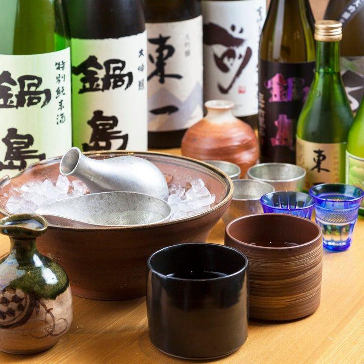 お酒はもちろん有田焼徳利や錫など酒器にもこだわっています