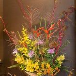 華やかな花が宴を彩ります