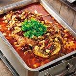 焼き魚の四川風激辛鉄板煮込み