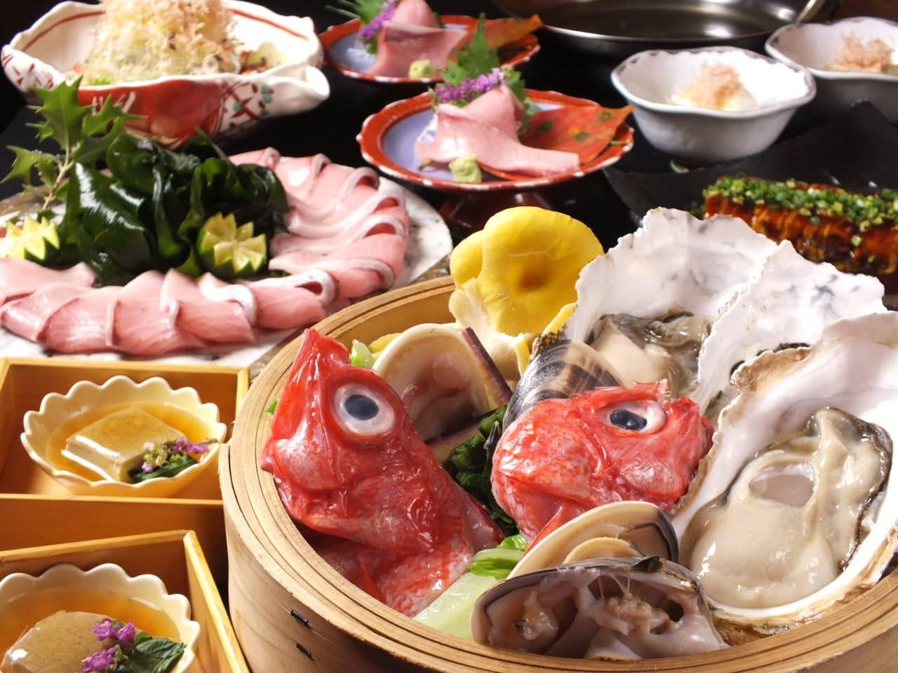 生け簀の新鮮な旬の魚介をご提供