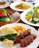 コース12600円。黒毛雌和牛に新鮮野菜のサラダデザートまで堪能