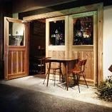 扉も木の温もりを生かした造りとなっております。