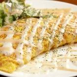 ふんわりオムレツの中にフレッシュトマトととろとろチーズ♪トマトとチーズのオムレツ¥580
