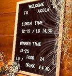 営業時間はランチタイム12:00~15:00(L.O 14:30)平日と祝日のみ。ディナータイムは全日18:00~25:00(L.O/Food 24:00/Drink 24:30)なお、水曜日が定休日となります。