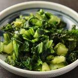 広島の名産「広島菜」は野沢菜のような少し辛味のある漬物で、お酒のつまみに最適。