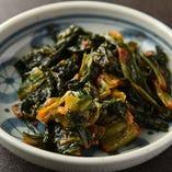 広島菜にニンニクと唐辛子を加えて漬け込んだ、くせになるお漬物「広島菜のキムチ」。