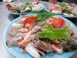 季節の旬食材を使用した料理をお一人様ずつお出しさせて頂きます