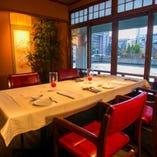 《完全個室》どちらのお席からも景色を堪能して頂ける特別な空間です。6名様まで