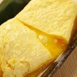 人気の『出汁巻き』は箸で卵を割ると、中からとろ~り