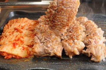 本格韩国料理と生サムギョプサル 金达莱 新大久保