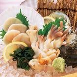 蟹・甘エビ・貝等、新鮮食材を使用した刺身・寿司等を楽しめます