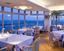 海に面した大人のレストラン