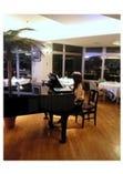 毎週土曜日ディナータイム開催の生ピアノ演奏