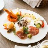 素材をいかしたシンプルで味わいのある、カンティーナの前菜