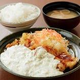 ソースやタレも自家製。『チキン南蛮定食』950円(税込)は絶品