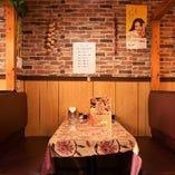 憩いの空間で愉しめるテーブル席