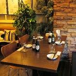 テーブル席【2~4名様×8卓】カジュアルな飲み会や女子会にぴったり