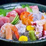 自慢のお造里は、料理長自ら目利きした鮮度の高い美味しい旬魚!