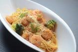 スパゲティ・ジェノベーゼ/海老のトマトクリーム リングイネ