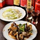 台湾屋台料理はしっかりとした味付けで、薫り高い紹興酒との相性も抜群!様々な種類の紹興酒をご用意しているので、ぜひお試しください
