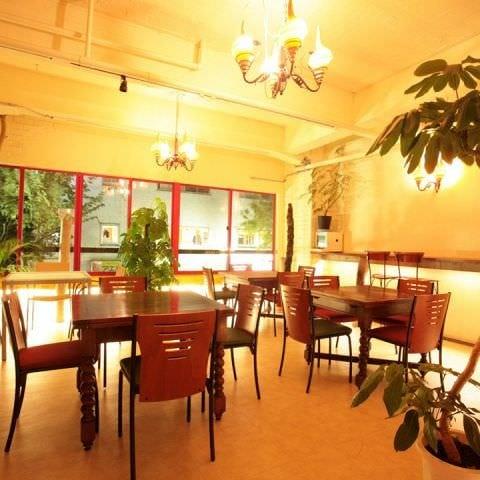 開放的な1階、写真は2階です☆ 貸切の場合は個室感覚です!