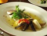 鮮魚の丸ごと一匹香草オイル焼き