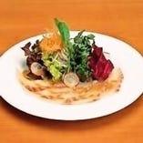 真鯛と五色野菜のサラダ 1100円(税抜)