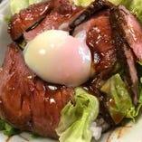 ローストビーフ丼ランチ(ミニサラダ・お椀・小鉢)