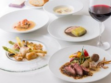 【Menu Dîner】前菜3品・魚・肉のWメイン・季節のデザート等、記念日に一番人気のフルコース全8皿