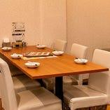 スタイリッシュなテーブル席