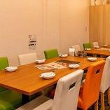 1階テーブル席は、繋げて12名様のご宴会が可能です
