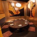 京都の茶室をイメージした個室 丸テーブルが印象的